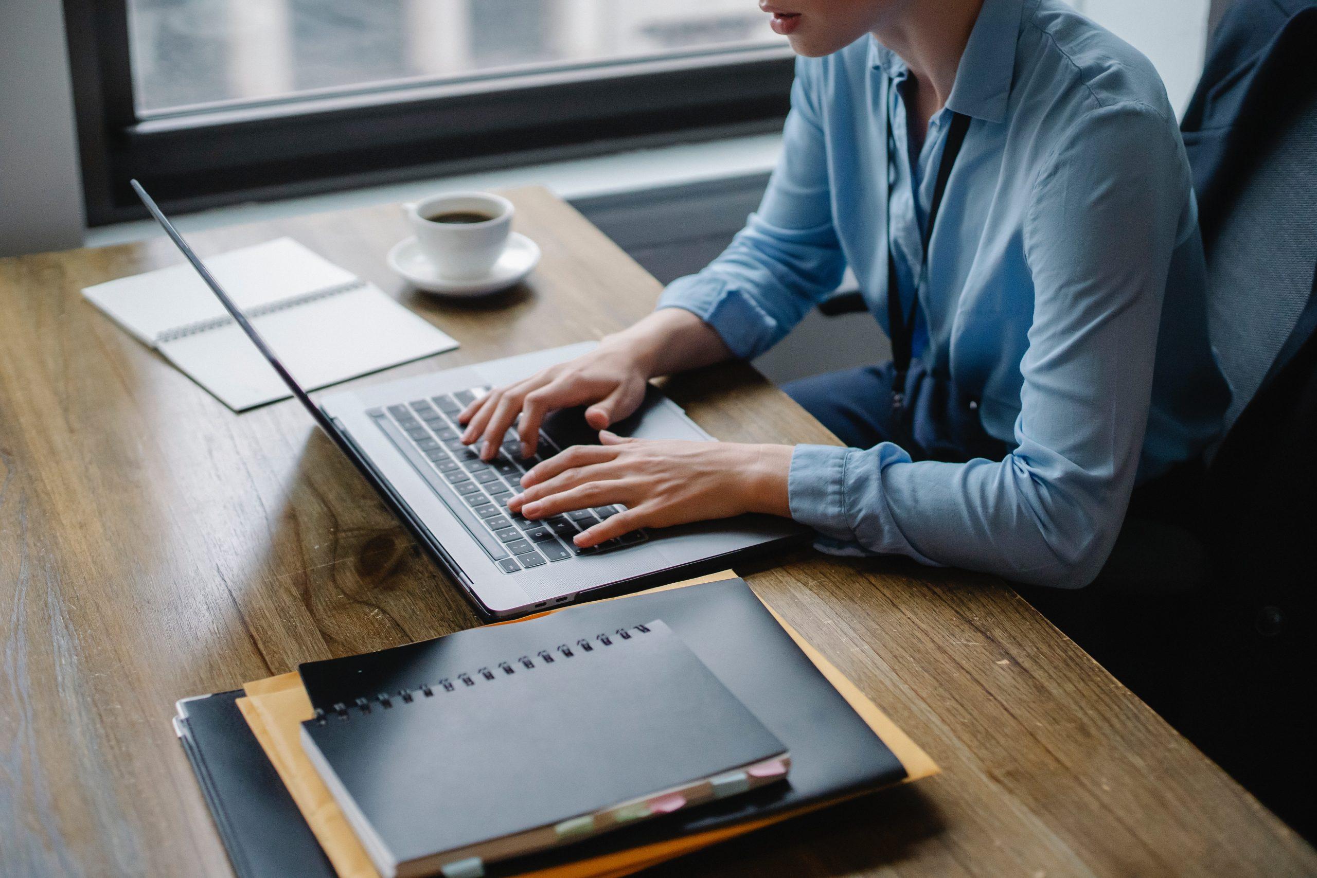 Sedere correttamente davanti al computer